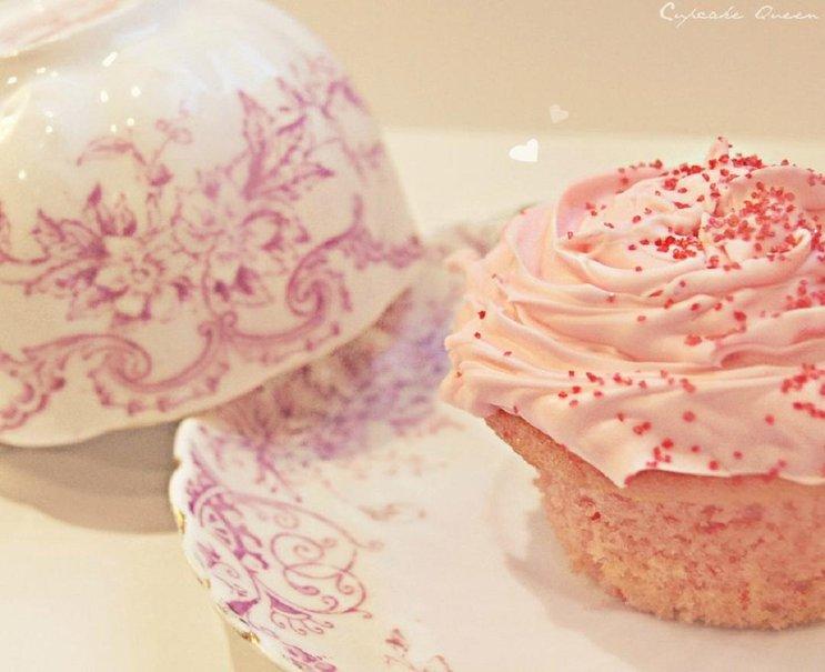 Pink Cupcake Wallpaper - WallpaperSafari