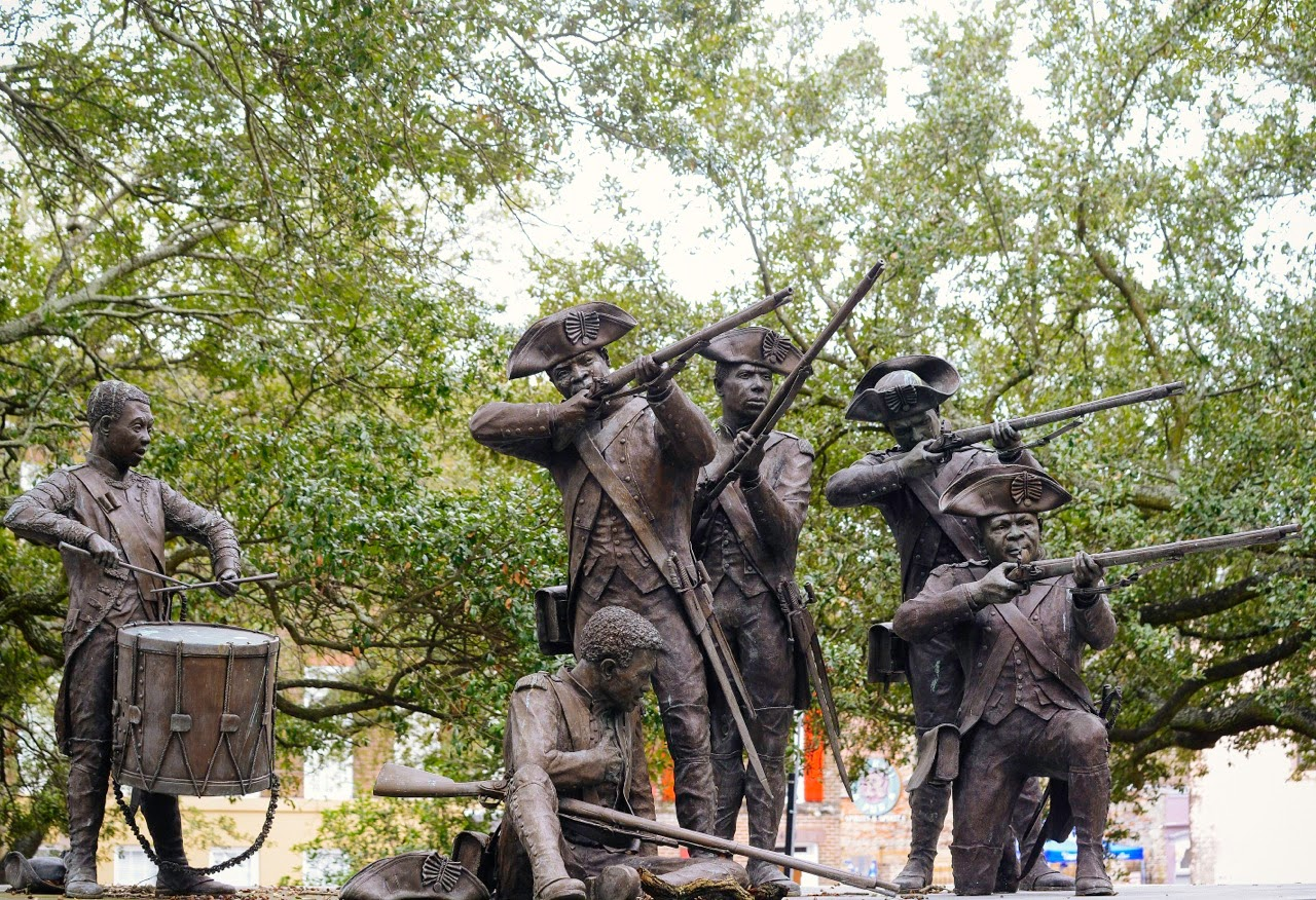 Savannahs Statues Haitian Monument Franklin Square Youre 1280x876