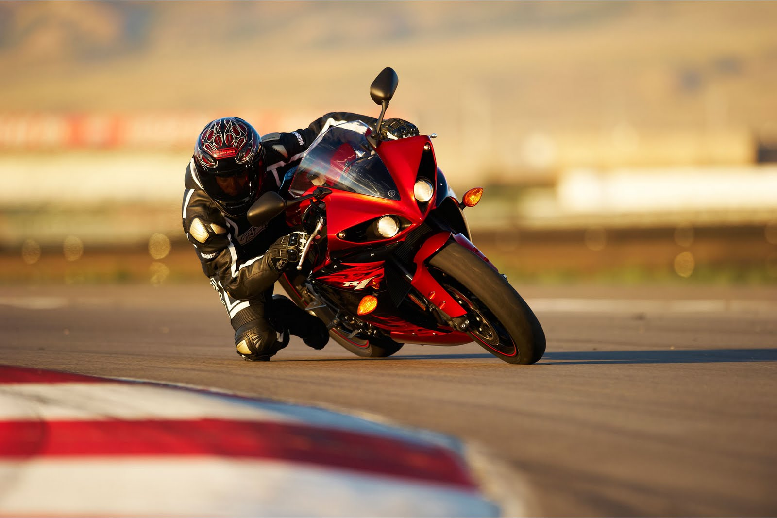 Yamaha Terbaru 2011 YZF R1 BIKES AND MOTOR SPORT PICTURE WALLPAPER 1600x1067