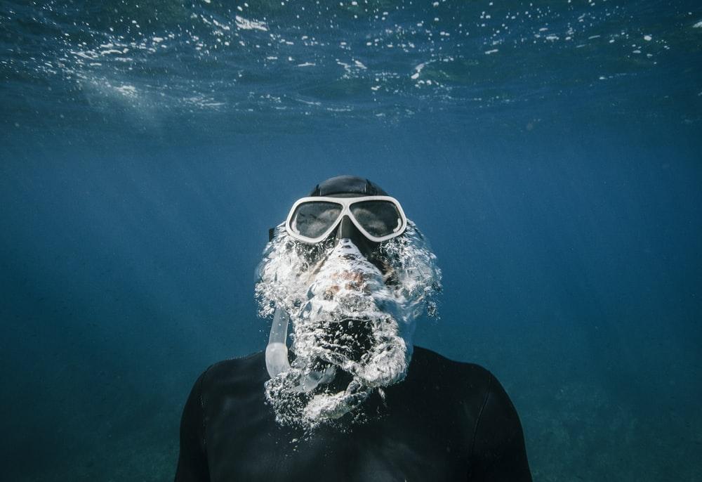 Diver Pictures Download Images on Unsplash 1000x686