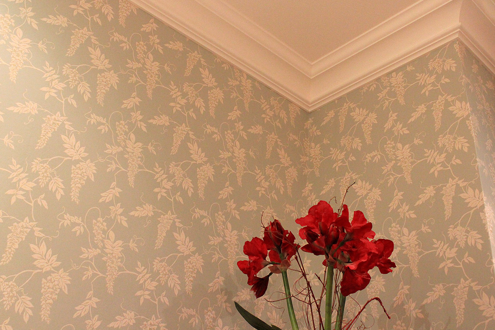 Wallpapering - hollandsfinishes.co.uk
