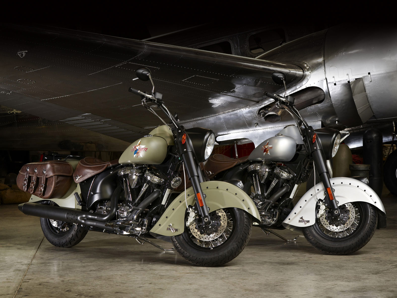 INDIAN motorcycle 2010 Chief Bomber LE desktop wallpapers 1600x1200