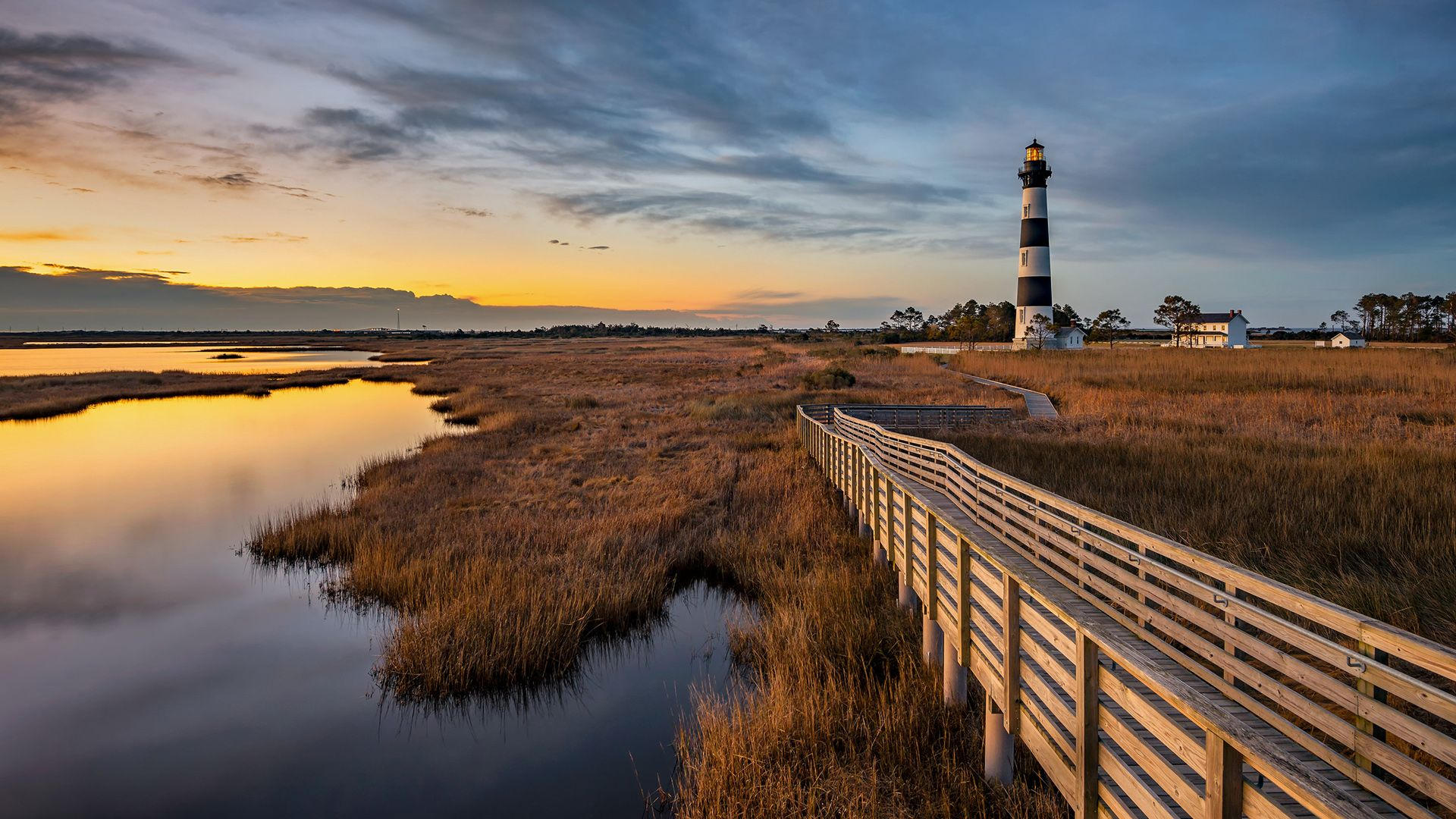 Bodie Island lighthouse along North Carolina Outer Banks [Desktop 1920x1080