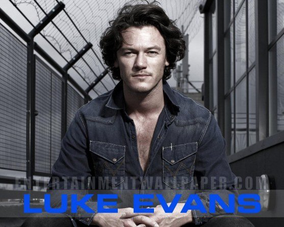 Luke Evans Wallpaper 557x446