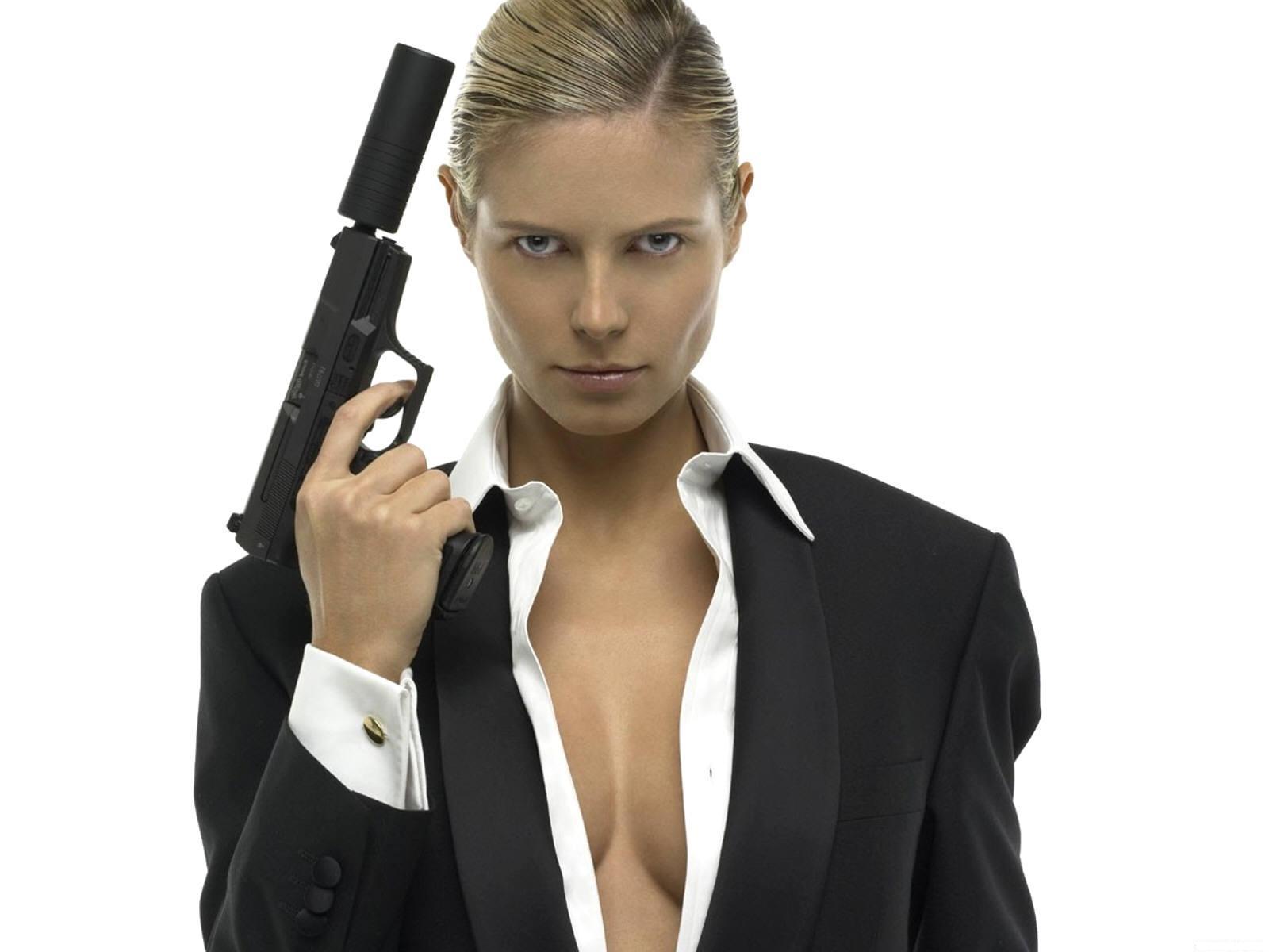 Women With Guns HD Hot Wallpapers Desktop Wallpapers 1600x1200