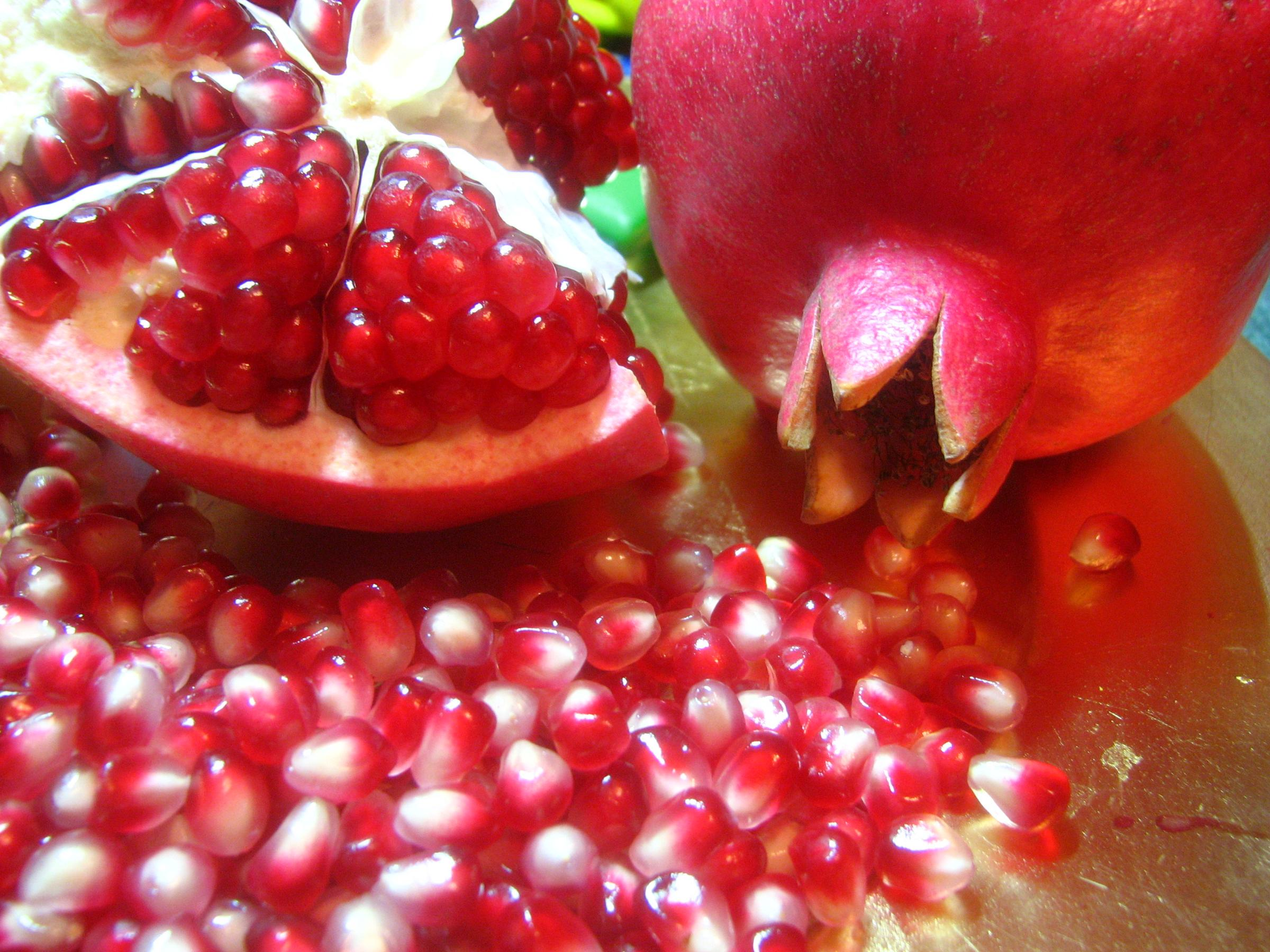Cool Pomegranate Fruit Wallpaper Desktop Wallpaper with 2400x1800 2400x1800