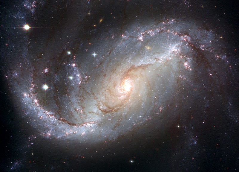 Hubble telescope reveals spectacular spiral galaxy Daily Mail Online 800x575