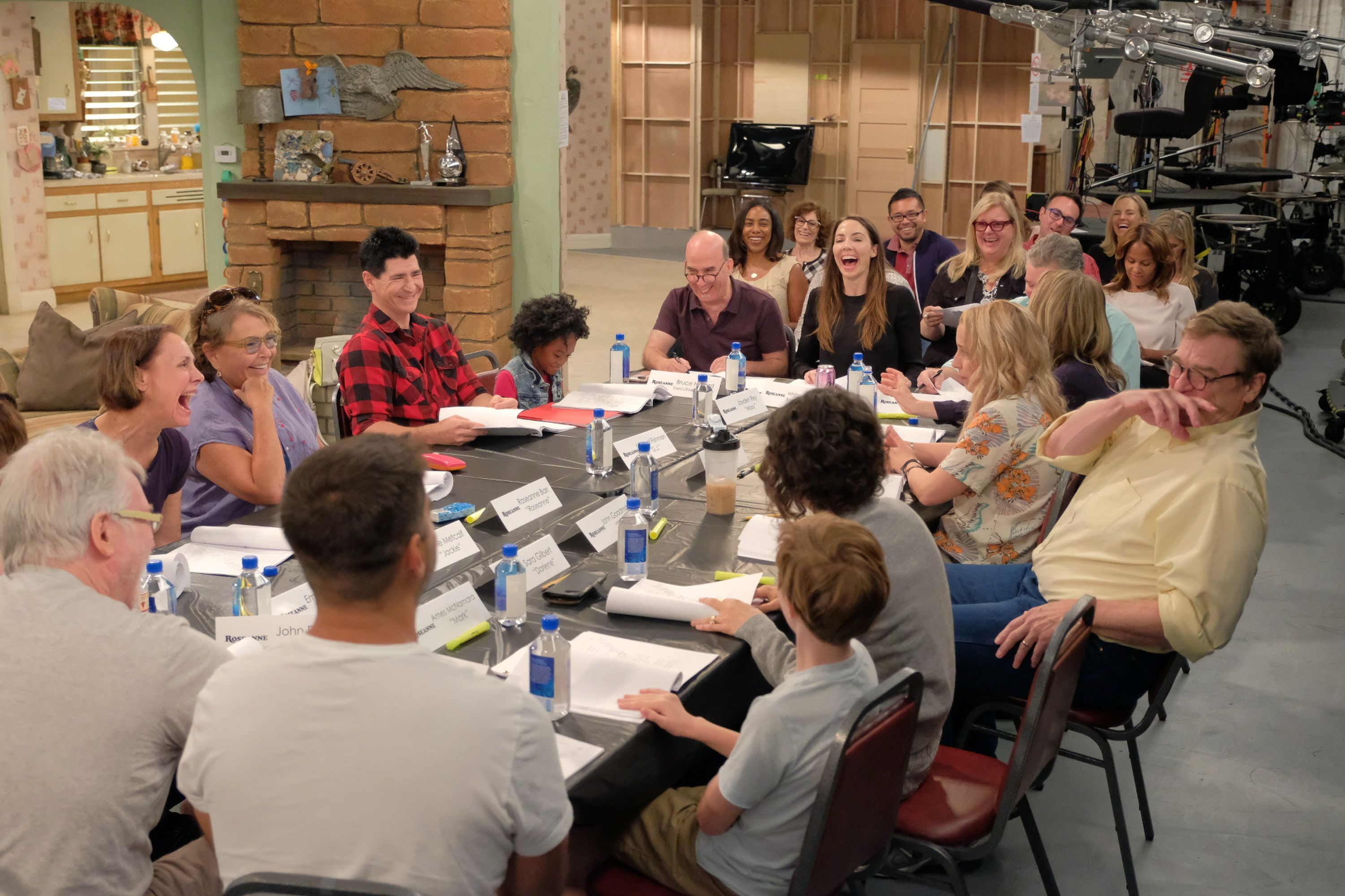 37 Unbelievable Behind the Scenes Stories From Roseanne 3000x2000