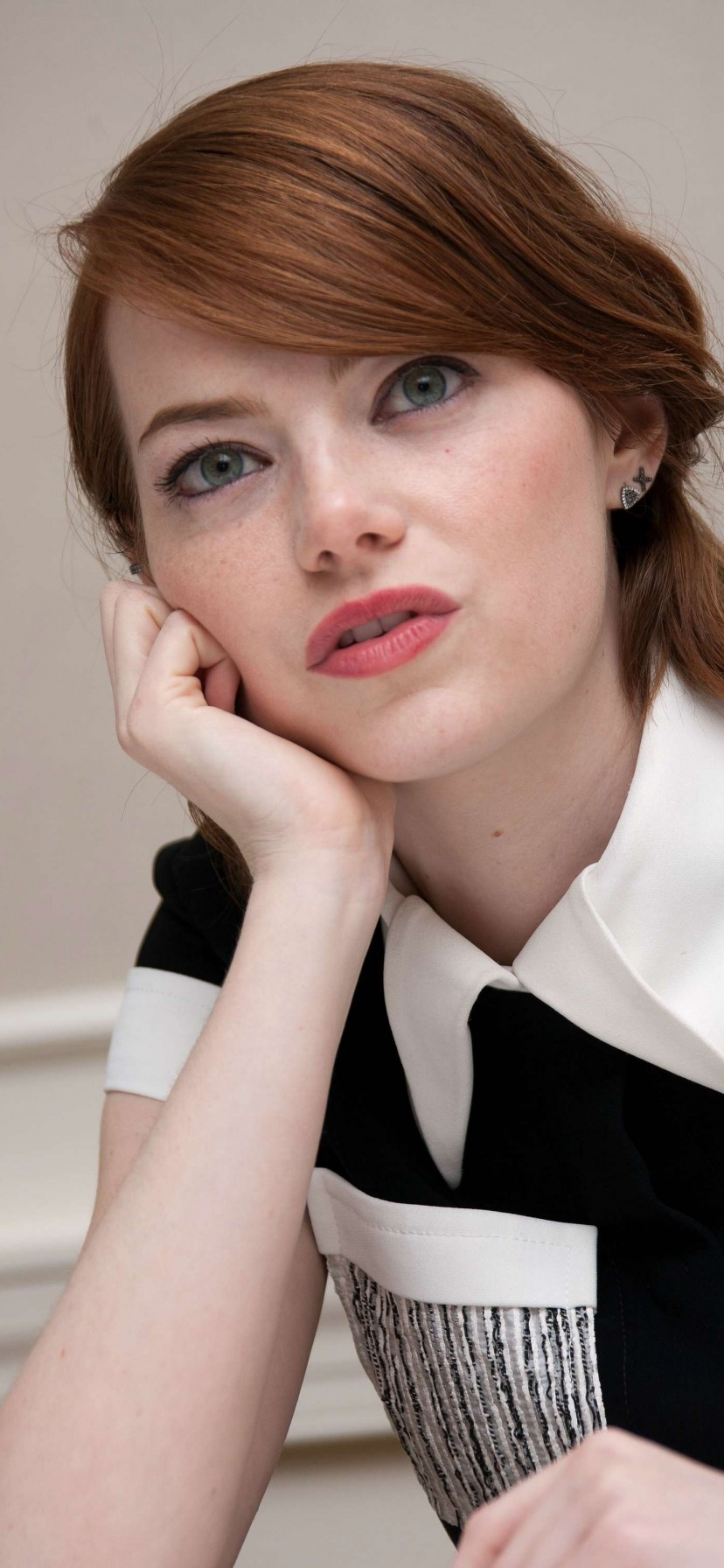 Emma Stone iPhone XR Wallpaper Download