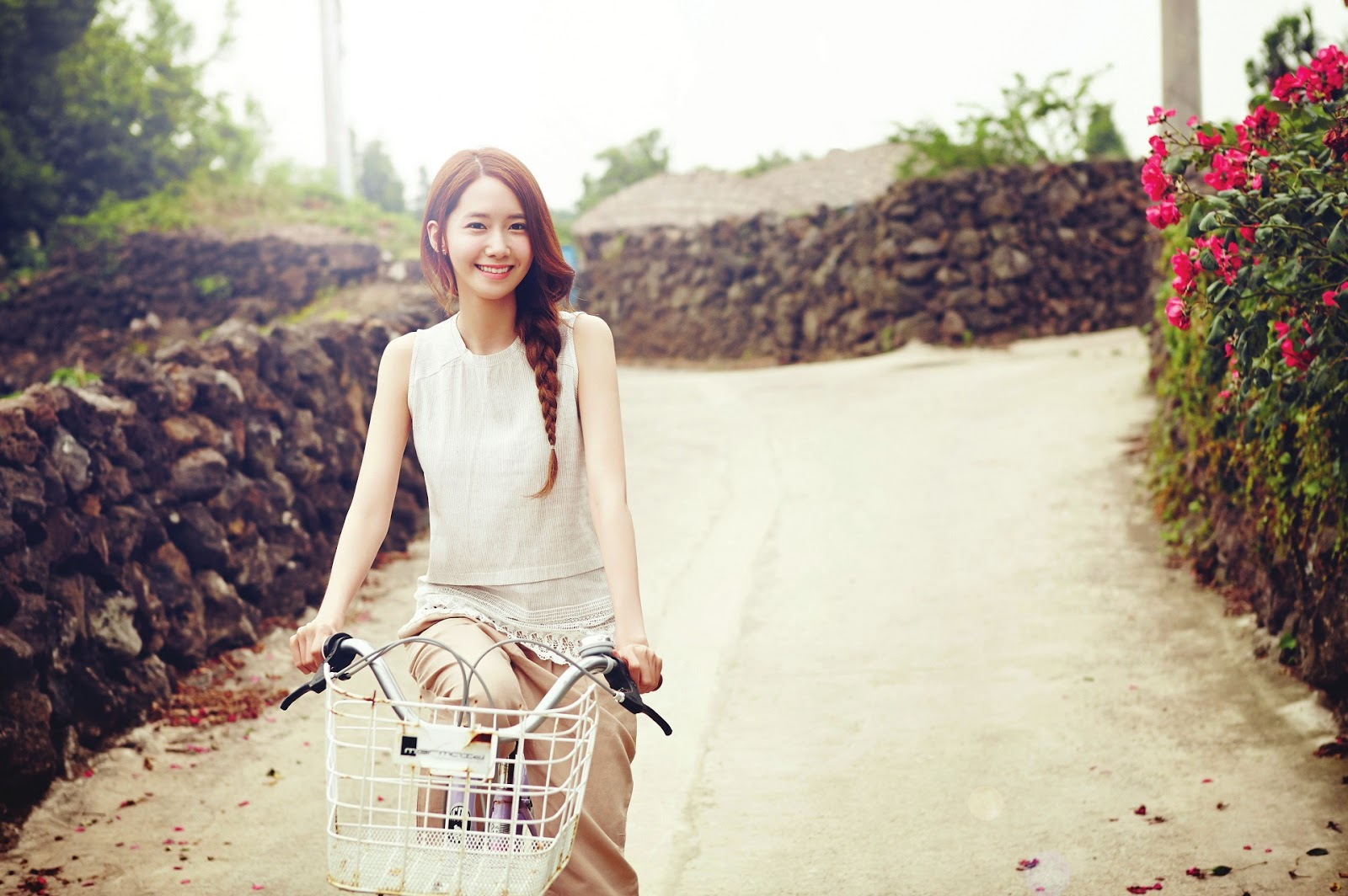 SNSD YoonA Innisfree Organic Green Cafe Wallpaper HD Hot Sexy Beauty 1600x1064