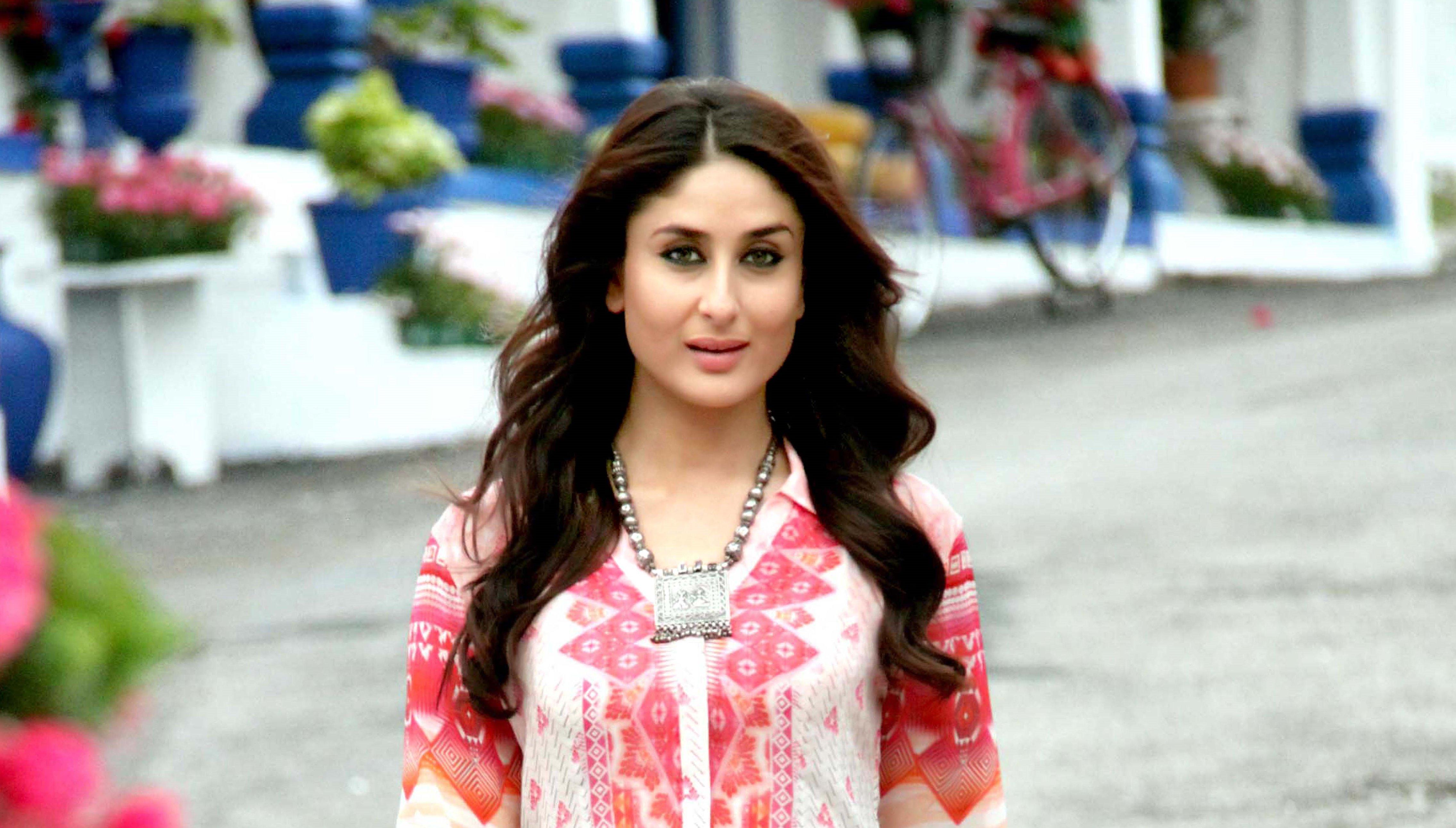 Kareena Kapoor Beautiful HD Wallpaper 2015 4542x2583