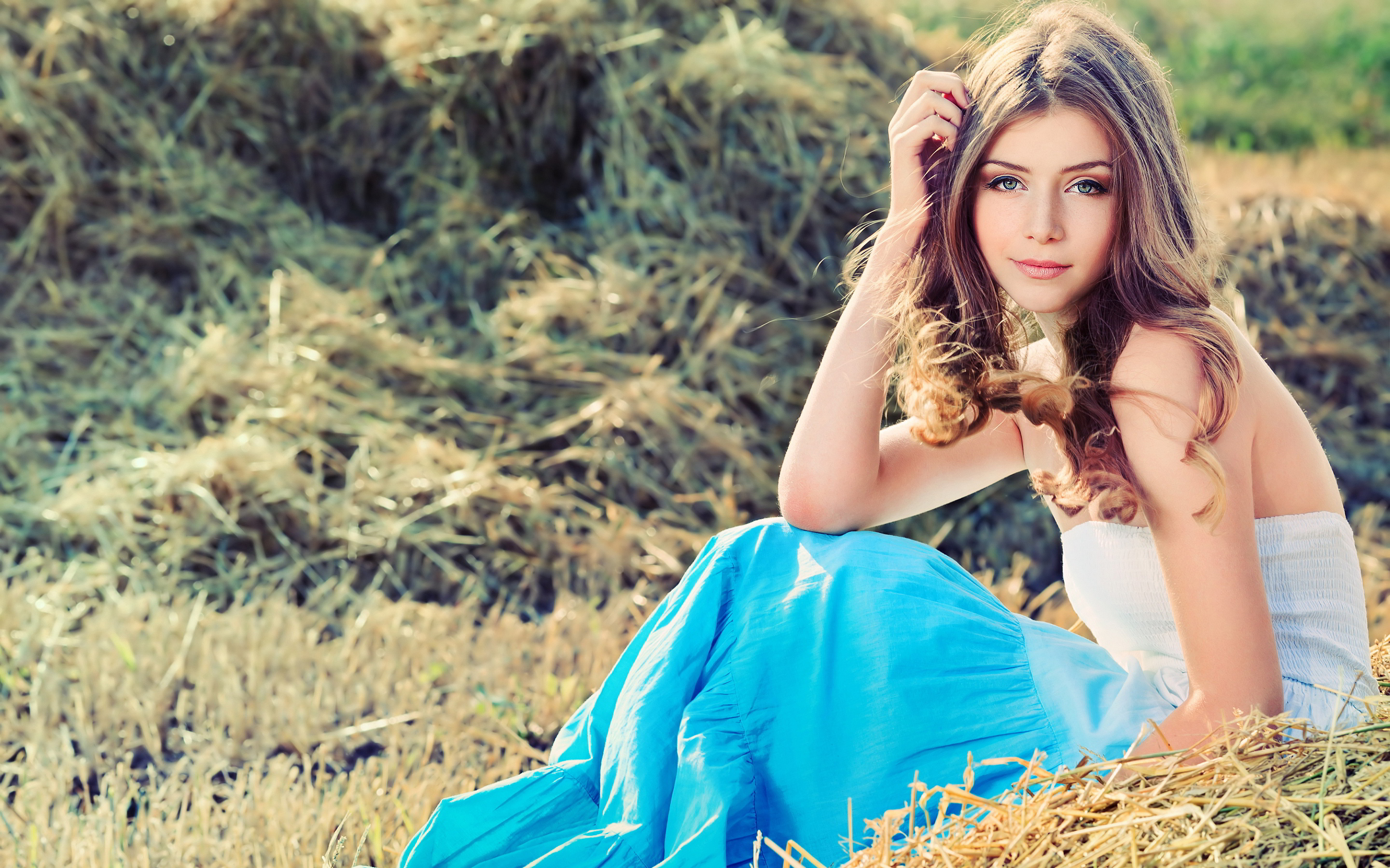 Cute Girl Images Download 2880x1800