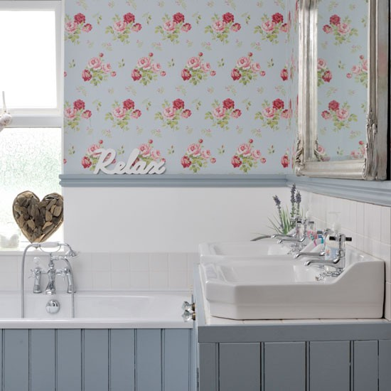 Vintage Style Bathroom With Wallpaper Easy Decorating Ideas Design
