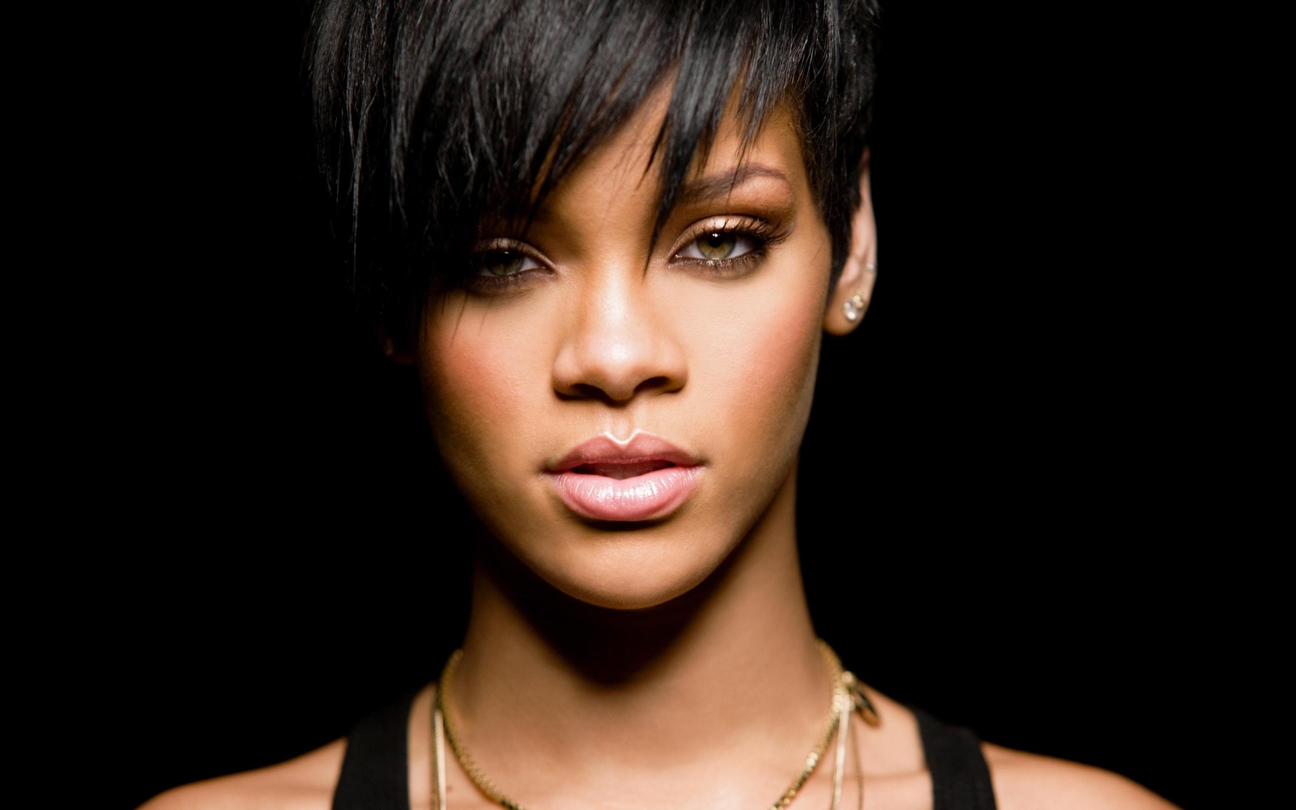 Rihanna 2015 Wallpaper singer look   HD Wallpapers Ultra HD 2560x1600
