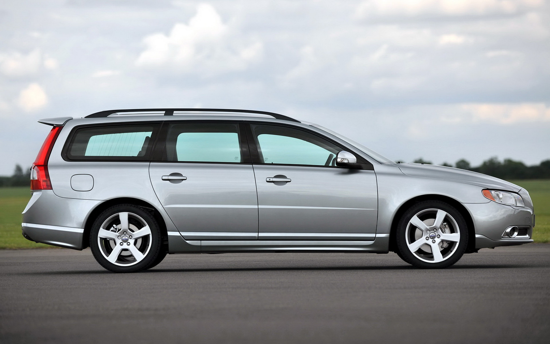 Volvo V70 R design wallpapers and images   wallpapers pictures 1920x1200