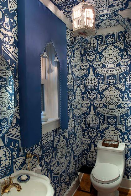 Modern take on Chinoiserie style wallpaper in indigo blue and white in 418x624