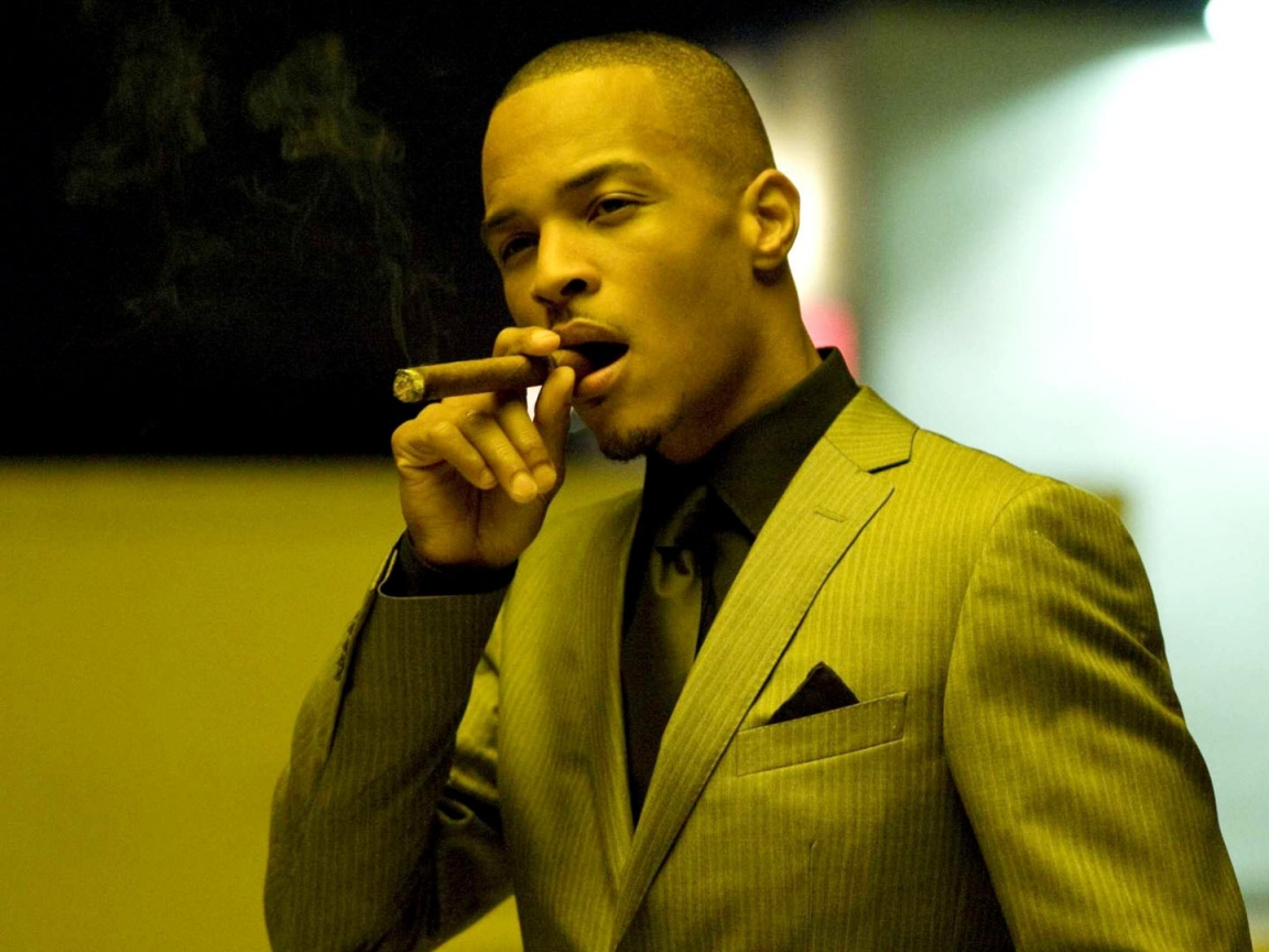 Wallpaper 1152x864 ti cigar smoke suit room 1152x864 HD Background 1152x864