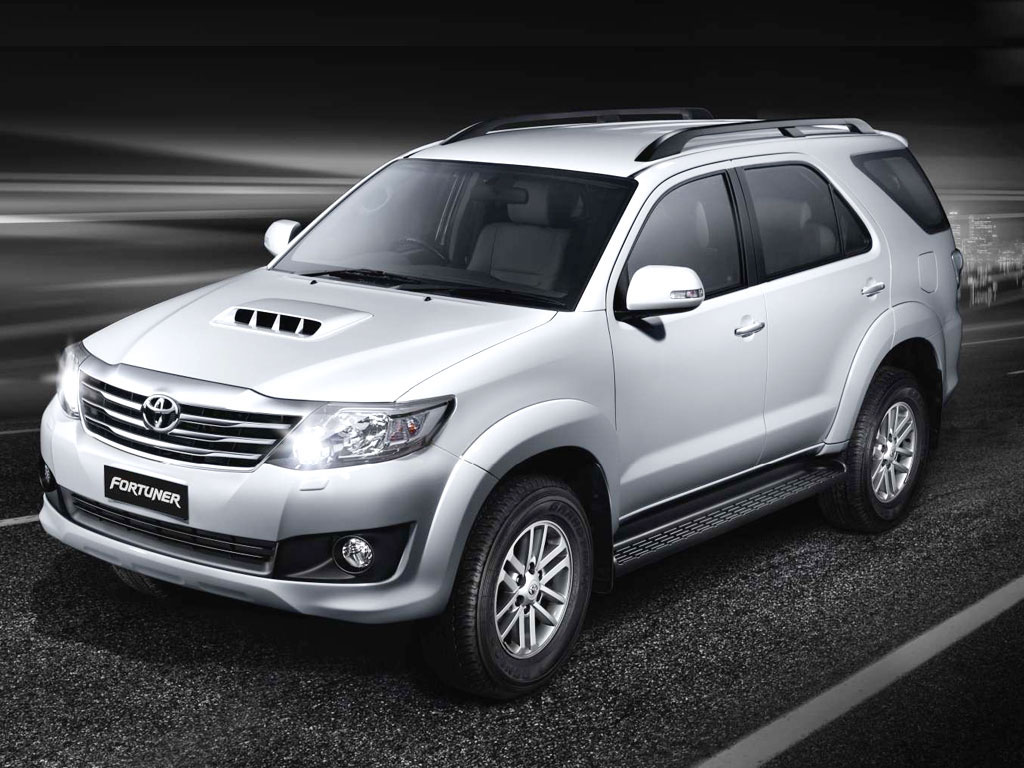 Toyota Fortuner wallpapers 1024x768