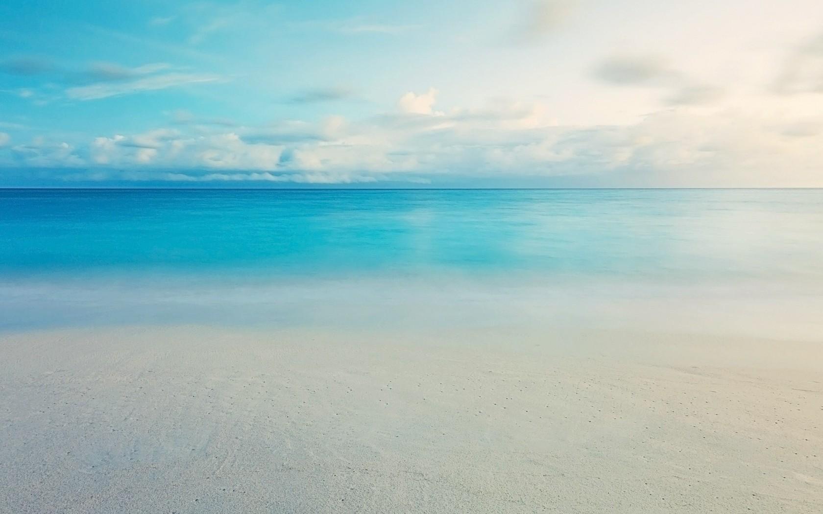 Calm blue ocean wallpaper 14485 1680x1050