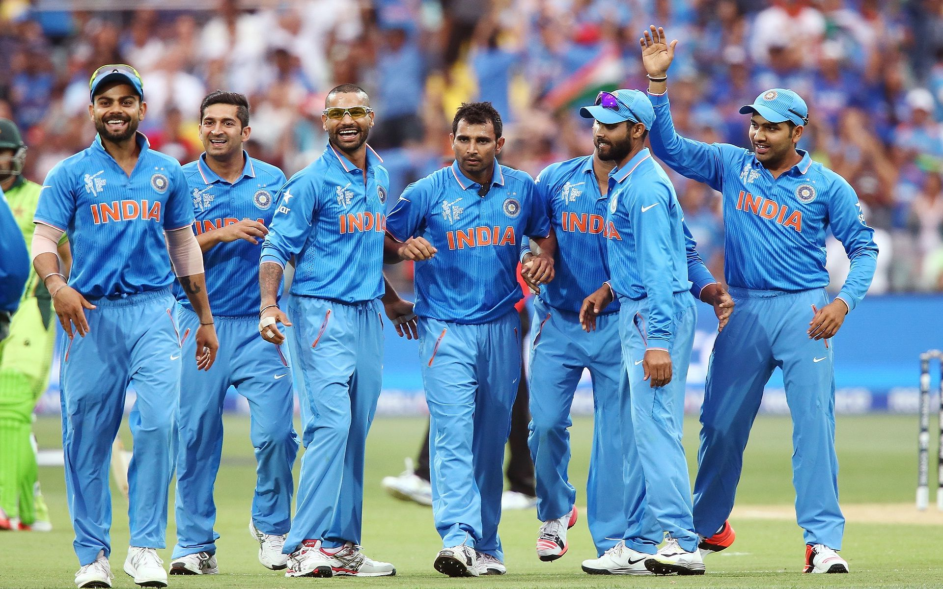 Happy indian cricket team on the ground nice wallpapers HD 1920x1200