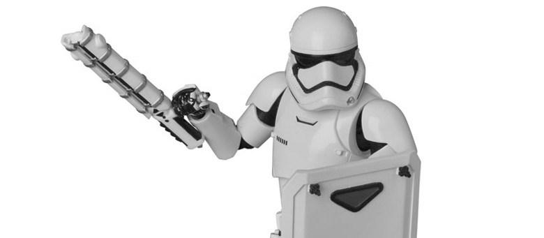 Medicom MAFEX NO 021 Star Wars First Order Stormtrooper The Fwoosh 780x341