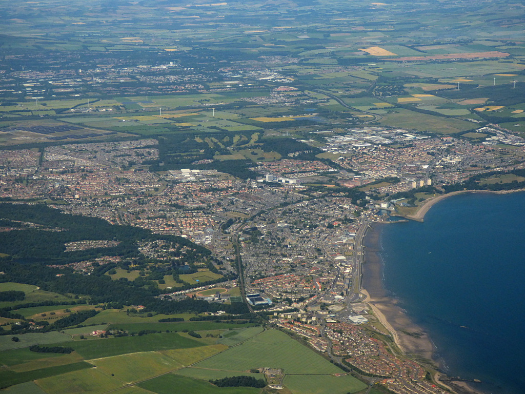 FileKirkcaldy from the air geograph 5836512jpg   Wikimedia Commons 1024x768