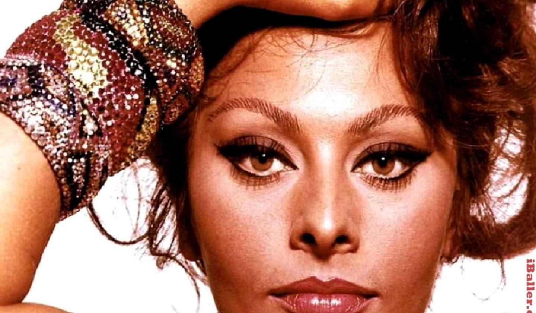 Download Sophia Loren on stage wallpaper Download Lisisoft 1440x840