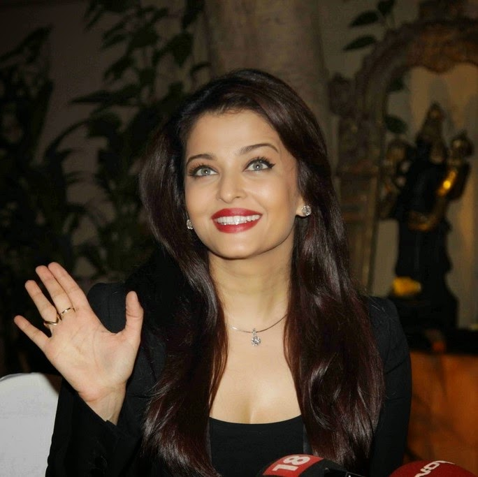 Actress Aishwarya Rai Bachan in Black Suit and Pant Latest Pictures 684x683