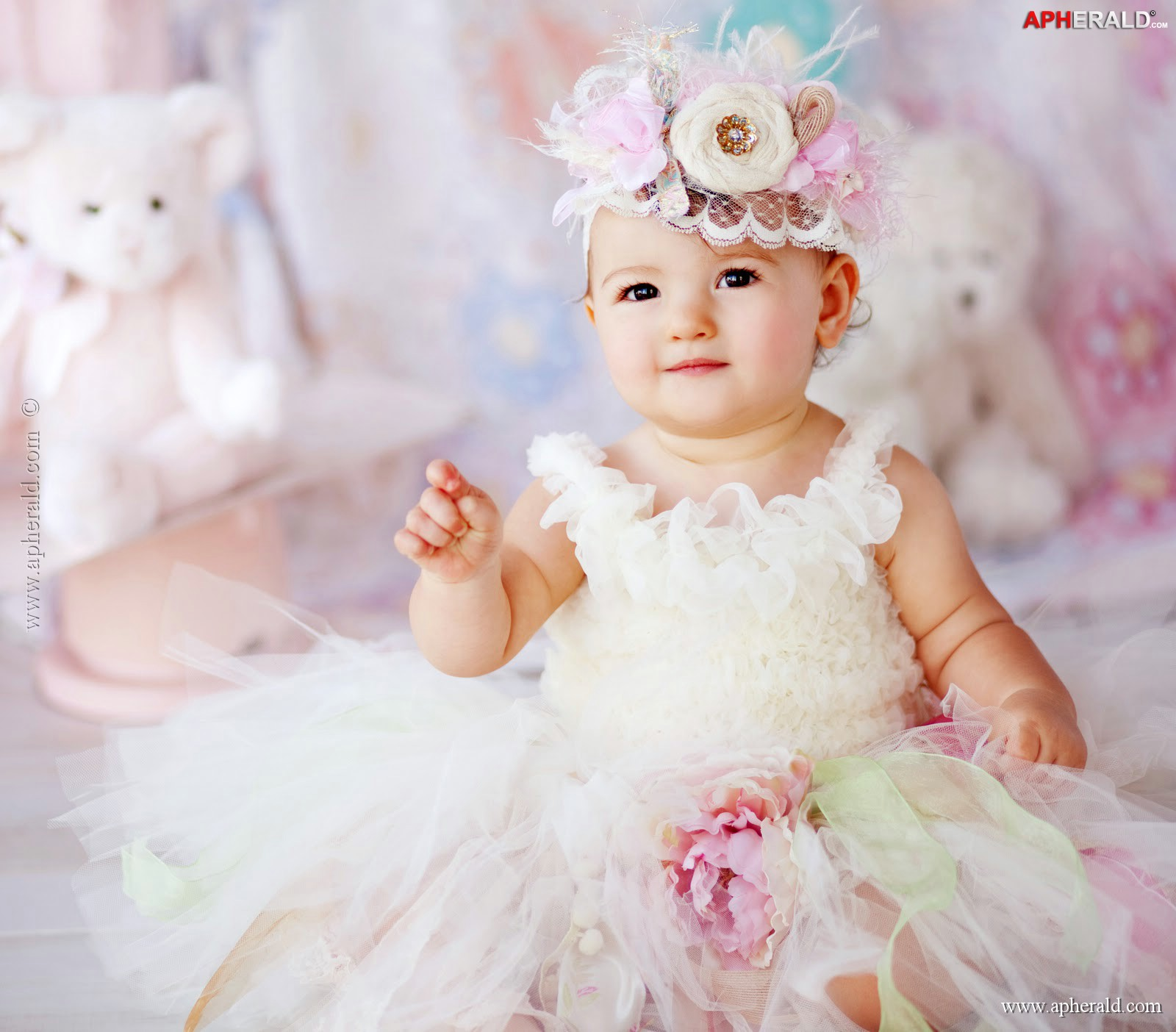 FunMozar Cute Baby Girl Wallpapers 1600x1404