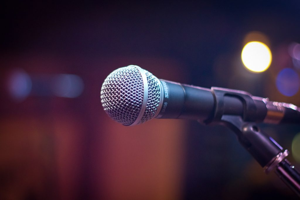 Professional Emcee Creates an Engaged Audience Experience 1024x683