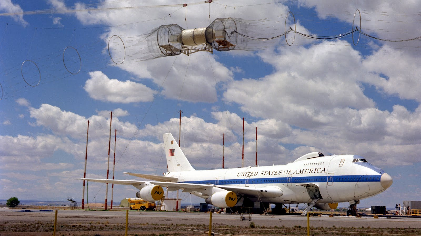 s1600air force one E 4 grounded retired aircraft wallpaperjpg 1600x899