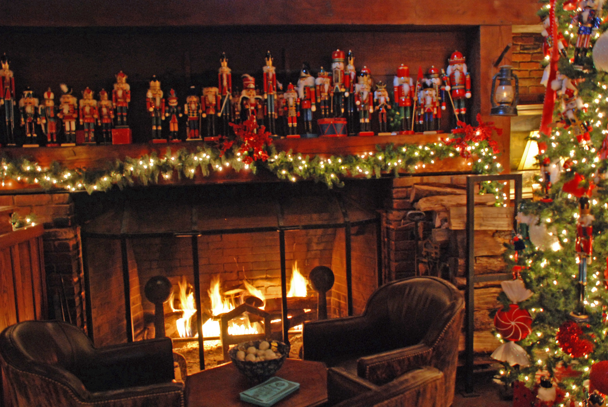 Christmas Fireplace Wallpaper Wallpapers9 2000x1339