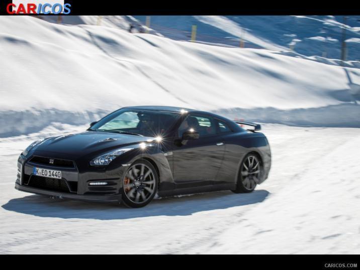2015 Nissan GT R In Snow   Front Wallpaper 141 iPad 1024x768 716x537