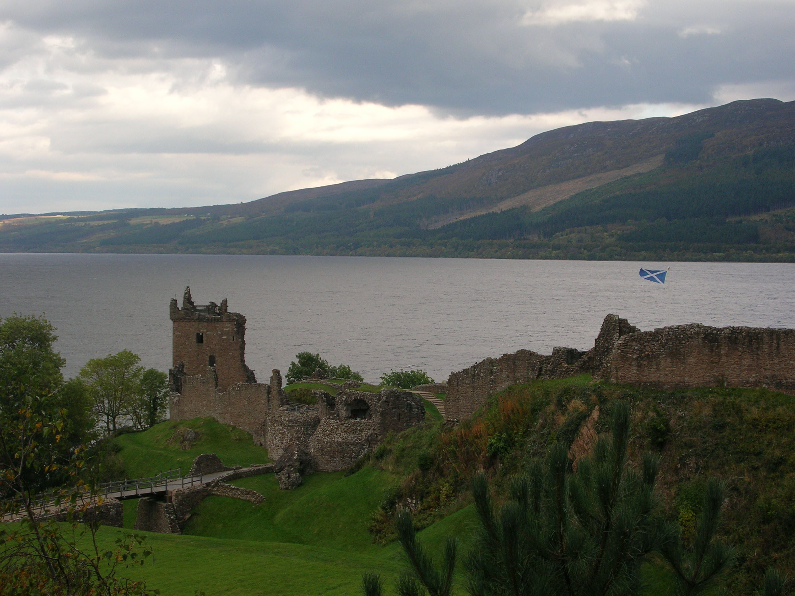 Lake Loch Ness Wallpapers HD 2592x1944
