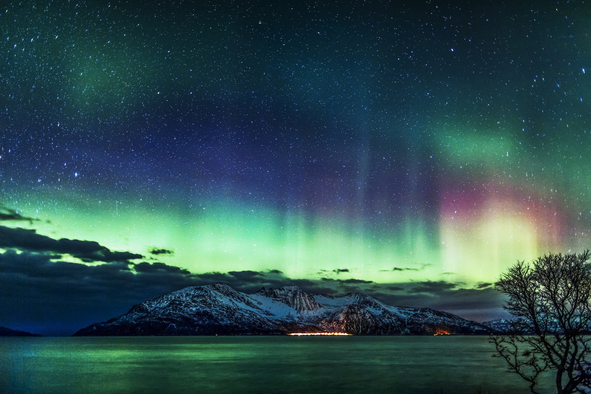 alaska northern lights wallpaper wallpapersafari. Black Bedroom Furniture Sets. Home Design Ideas