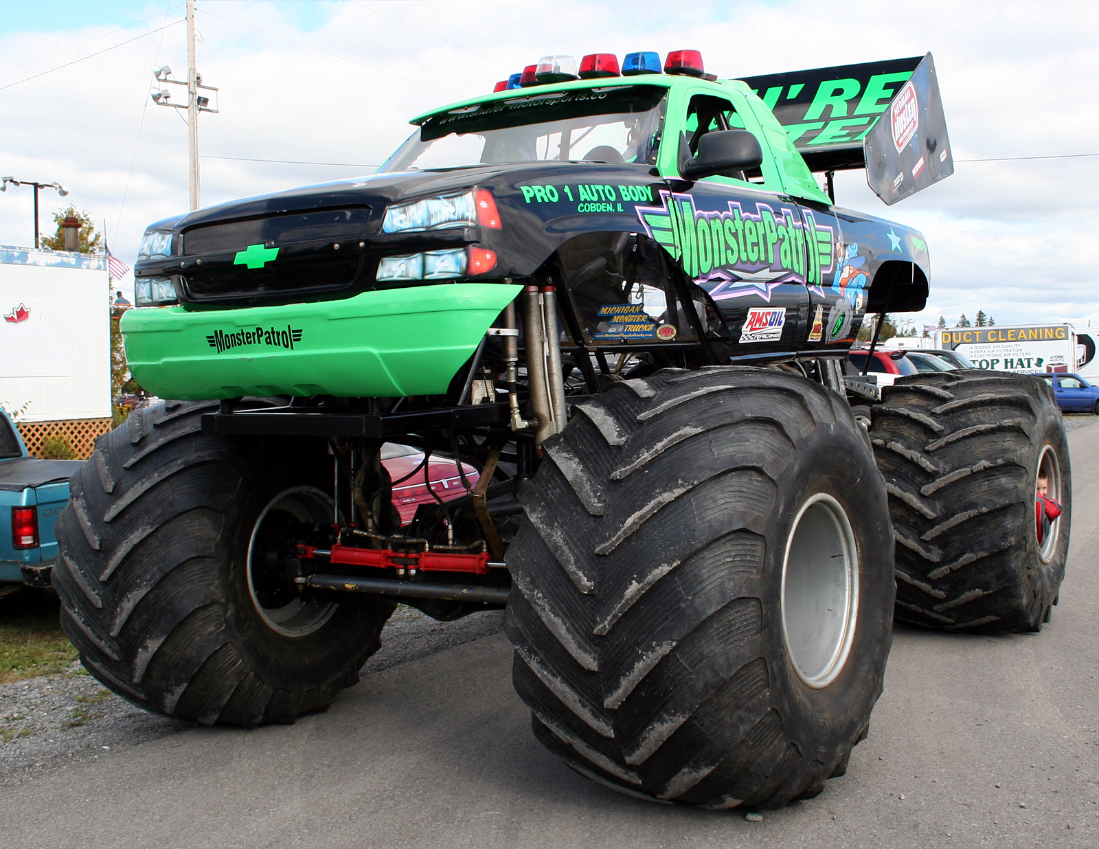 monstertrucks wallpaper 006 1600 1236jpg 1600x1236