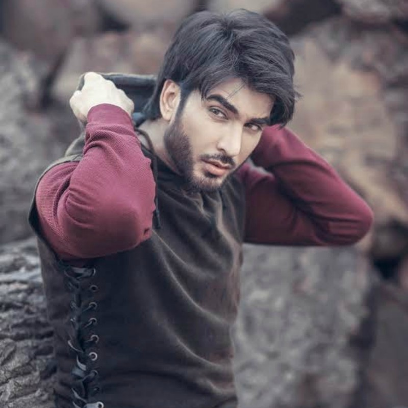 Imran Abbas signed on to Noor ul Ain to work with Sarmad Khoosat 800x800