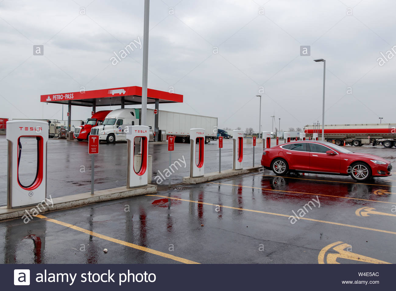 Tesla Supercharger Station with Model S charging truck stop in 1300x956