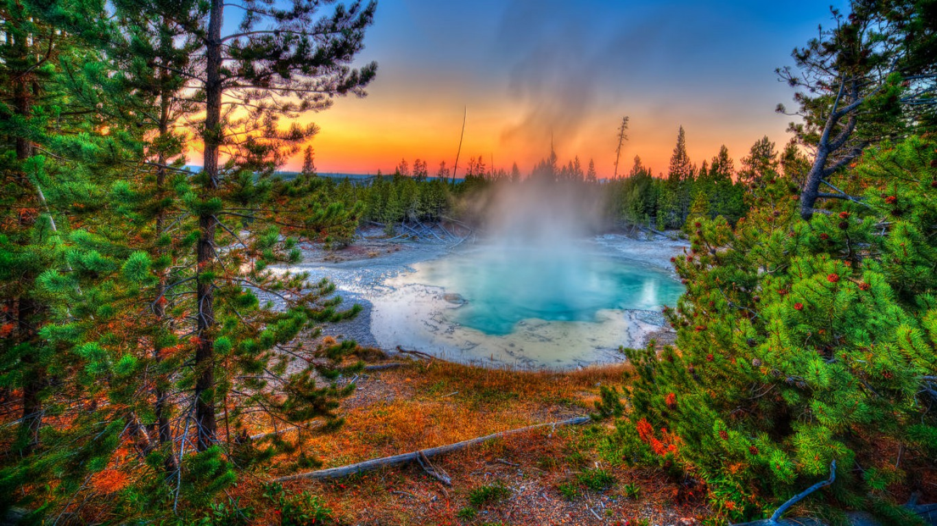 Yellowstone National Park Geyser Yellowstone Hot Spring Wallpaper 1366x768