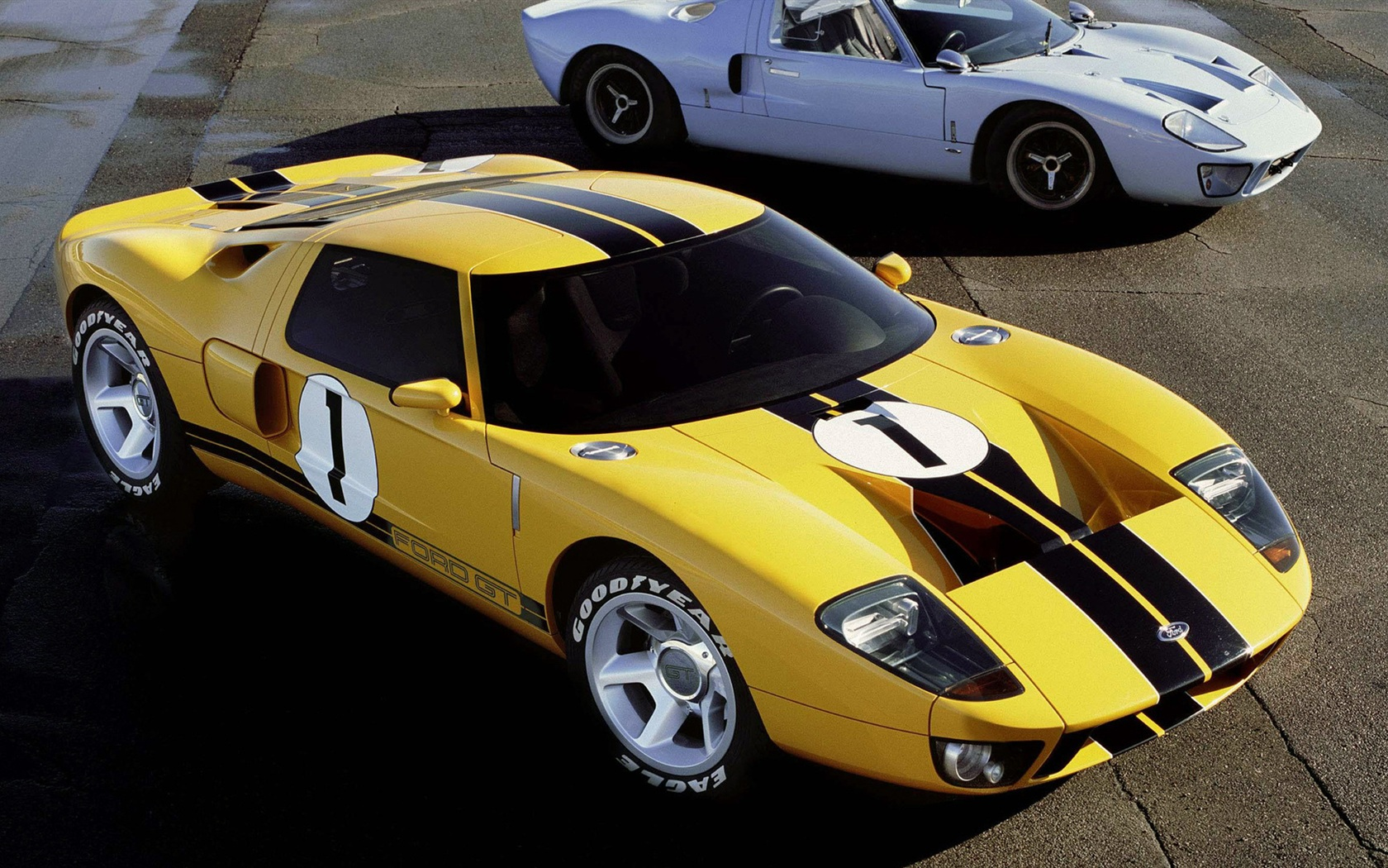 ford gt supercar old and new wallpaper 1680x1050 description ford gt 1680x1050