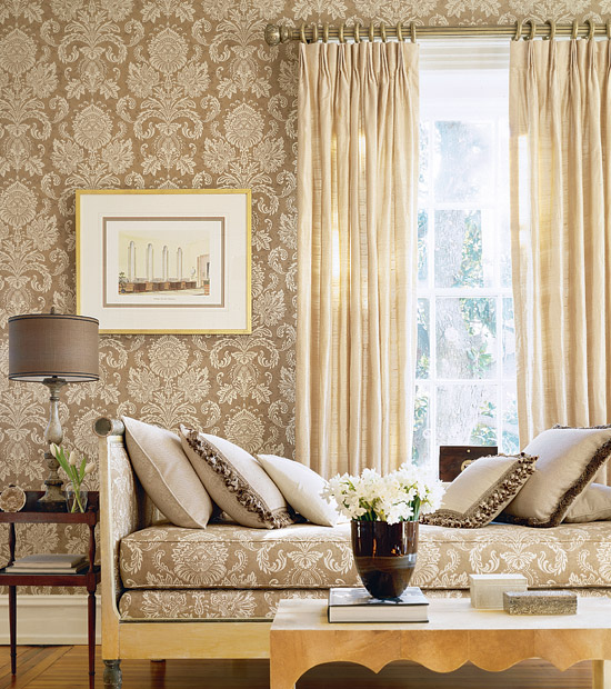 Beige damask wallpaper living room 550x620
