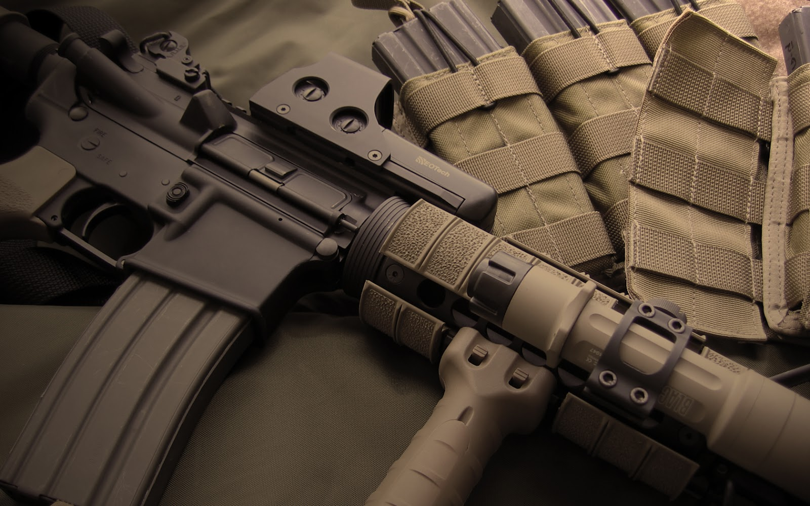 Guns amp Weapons Cool Guns Wallpapers 2 1600x1000