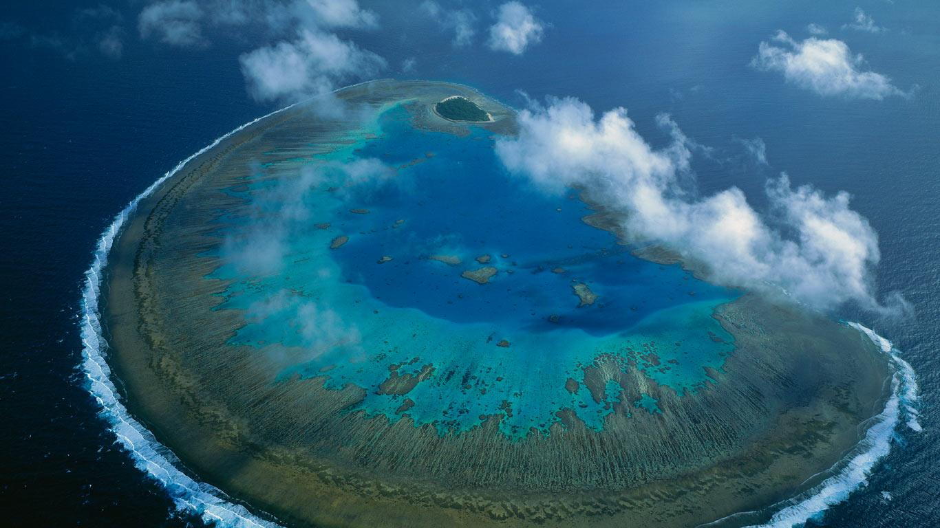 Lady Musgrave Island coral atoll in Capricorn Bunker group Great 1366x768