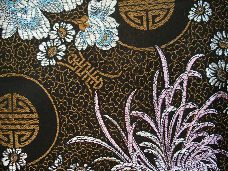 Black background with woven metallic gold Asian pattern featuring 800x600
