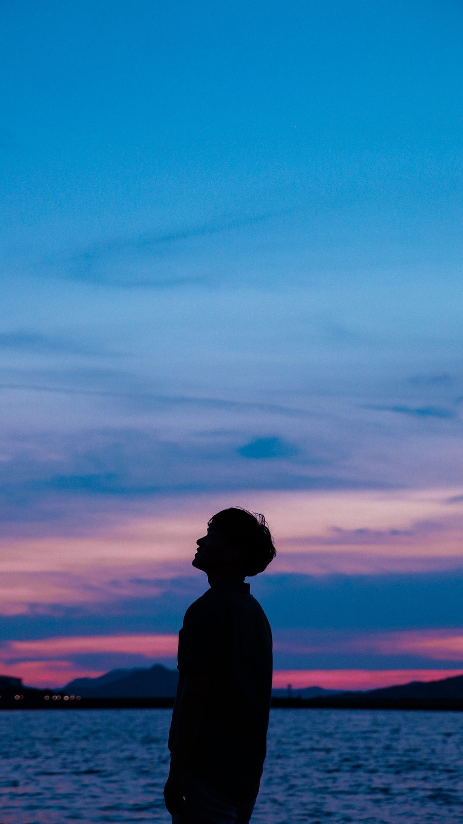 Download wallpaper 938x1668 boy silhouette sunset sky sea 938x1668