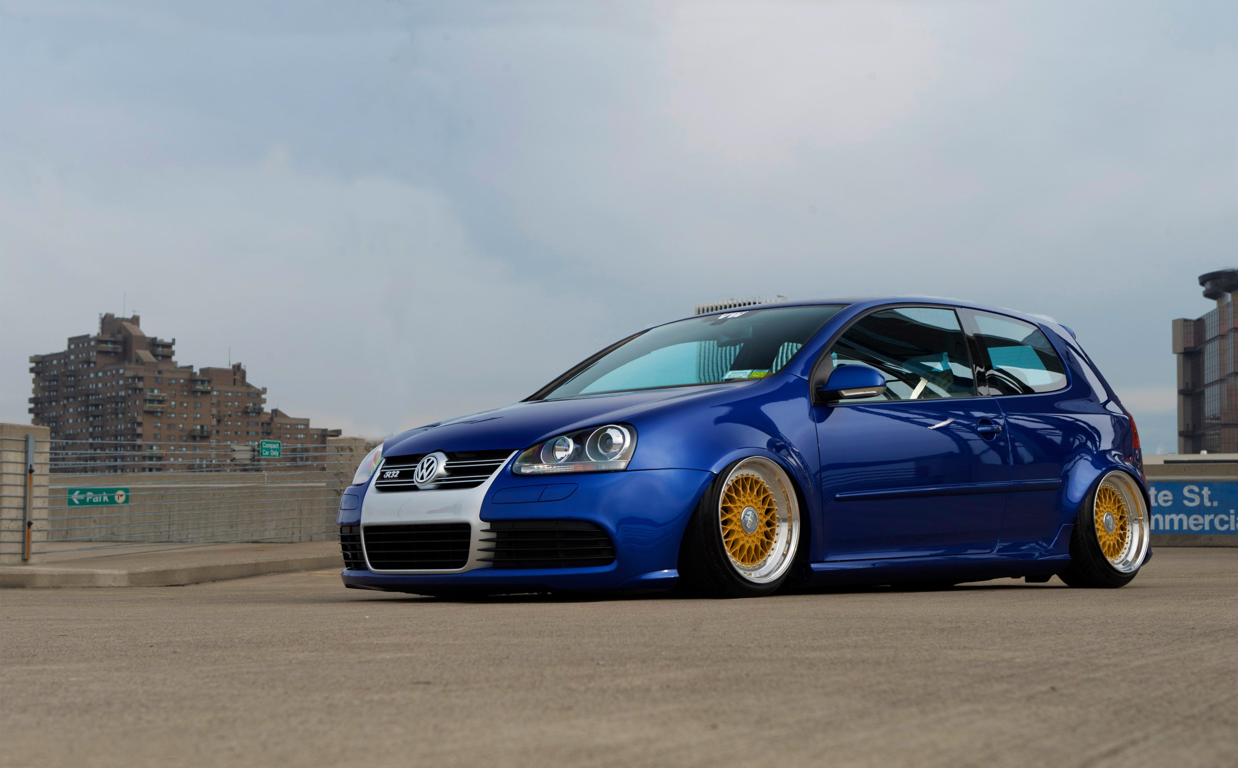 File Name High resolution desktop wallpaper of Golf R32 photo of 4220x2620