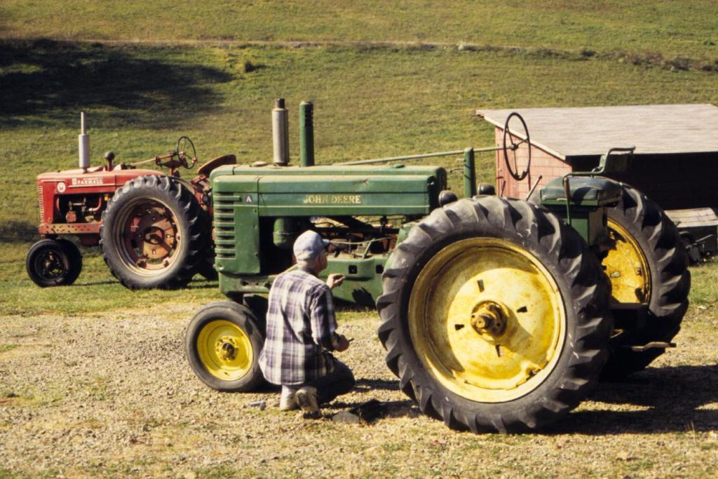 Old Ford Farm Tractors : Old tractor wallpaper wallpapersafari