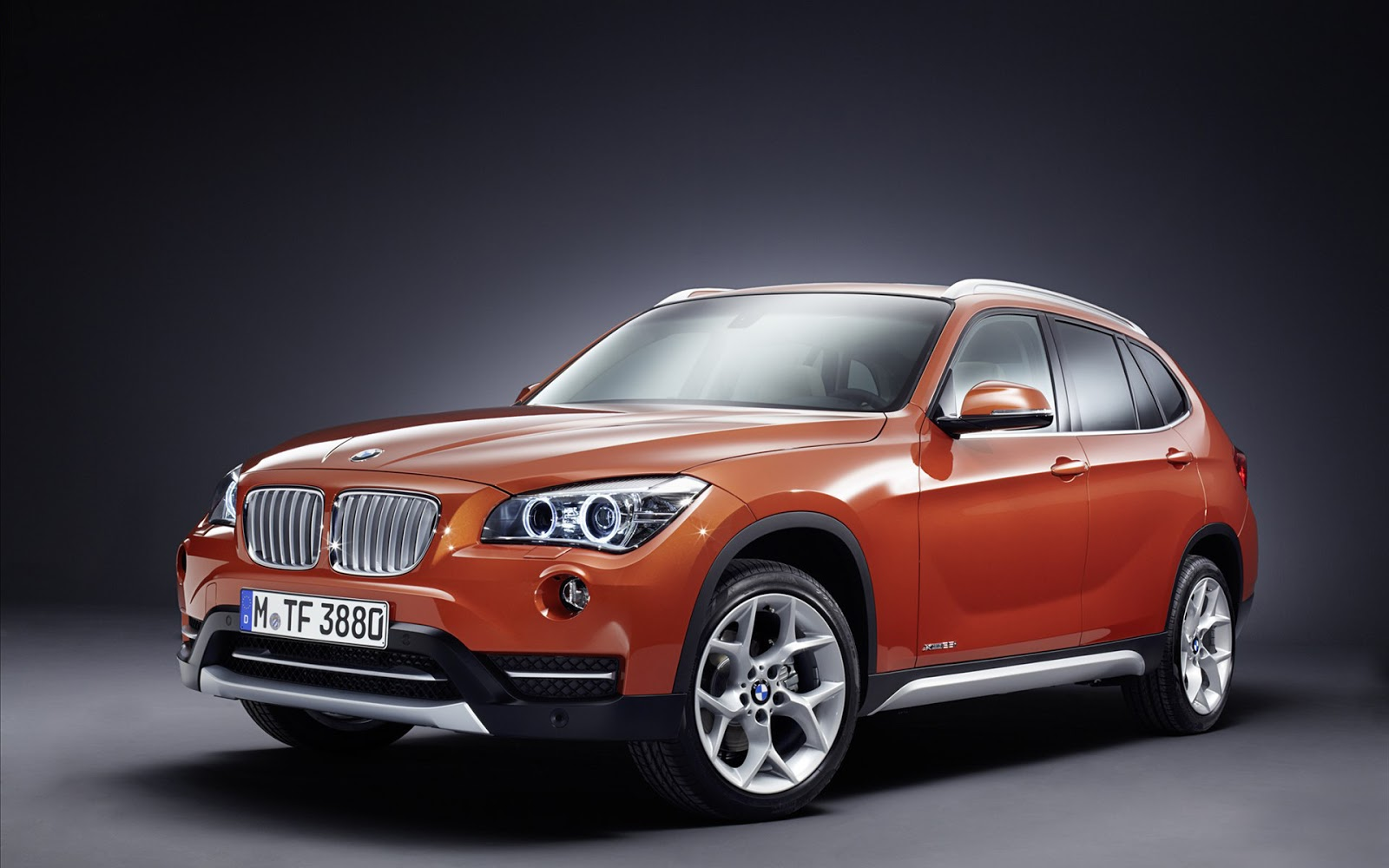 Download BMW X1 2013 HD Widescreen car wallpaper 1600x1000