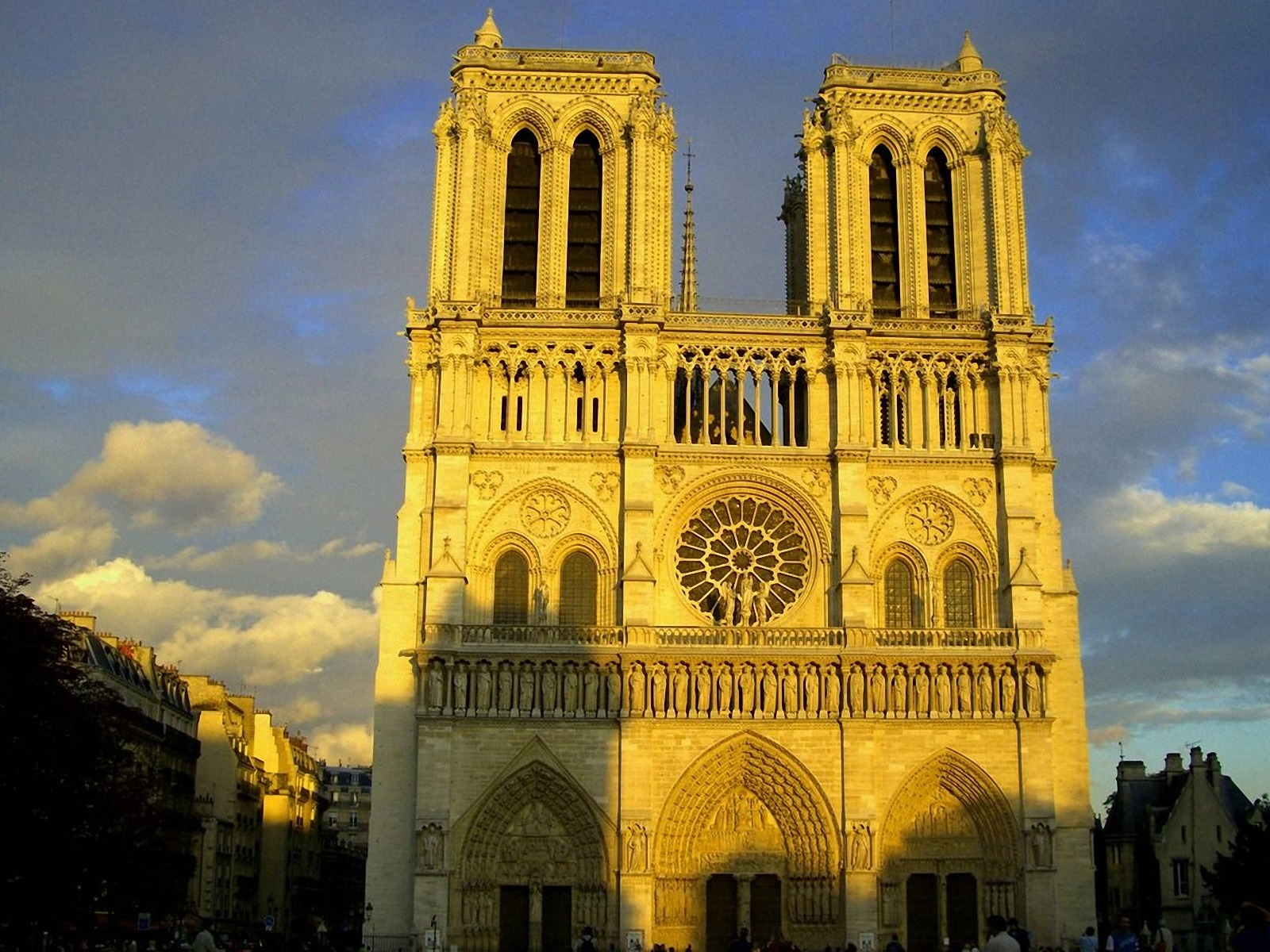 Notre Dame Cathedral Paris WallpapersNotre Dame Wallpapers Pictures 1600x1200