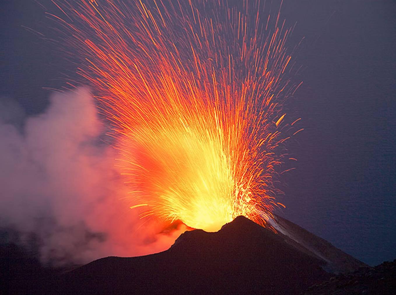 Volcanic Eruption Wallpaper HD Wallpaper 1358x1011